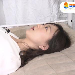 片渕茜アナ 2日連続の寝具レポートで巨乳をアピール!!