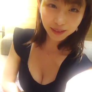 塩地美澄アナ インスタライブで服を引っ張って谷間を見せてくれる!!【GIF動画あり】