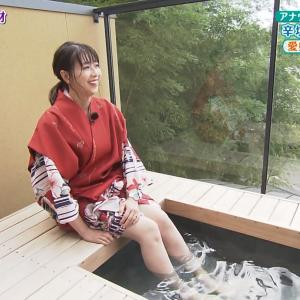 虎谷温子アナ 足湯で太もも露出 & ニットの横乳!!