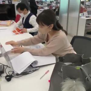 角谷暁子アナが激しく胸チラ!! 片渕茜アナが巨乳を乗せる!!【GIF動画あり】