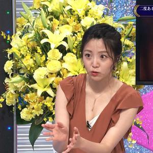 黒木千晶アナ 胸元がユルすぎて、谷間とふくらみが見えたまま出演!!【GIF動画あり】