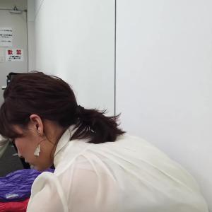 新井恵理那アナ 寝袋に寝てブラ紐まで透ける!!【お尻】