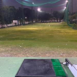ゴルフ練習場へ行きました
