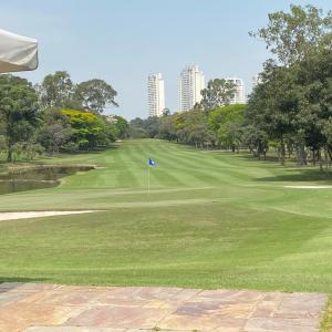 ゴルフ練習後のランチ 気持ちの良い日