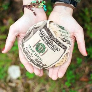 未来にお金をあげるのだから親をお世話して欲しい