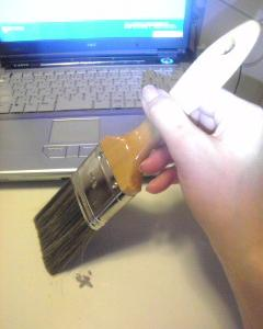 【掃除】パソコンキーボード隙間のホコリが!