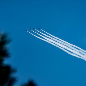 ブルーインパルス、柴又の空を飛ぶ。