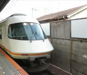 近鉄鶴橋駅にて(2019年10月20日撮影)通過する回送列車など