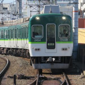 京阪電車・萱島駅にて その2 複々線を行き交う列車
