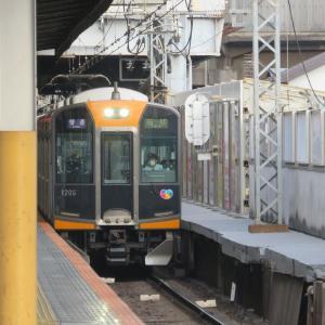 近鉄奈良線・鶴橋駅にて(2020年5月28日撮影)朝ラッシュ時の普通&準急