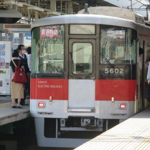 阪神尼崎駅にて(2020年6月24日撮影)平日朝ラッシュ時・その5 直通特急と特急