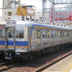 南海新今宮駅にて(2020年7月2日撮影)6000系の快速急行など