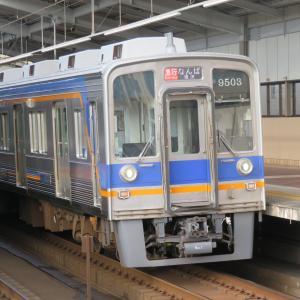 南海天下茶屋駅にて(2020年8月3日撮影)平日朝ラッシュ時の列車・その2