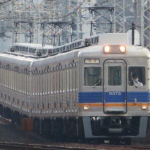 南海天下茶屋駅にて(2020年8月3日撮影)平日朝ラッシュ時の列車・その3 回送車と特急列車