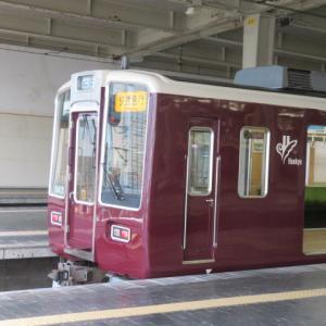 阪急大阪梅田駅にて(2021年7月15日撮影)京都線の10両編成の快速急行