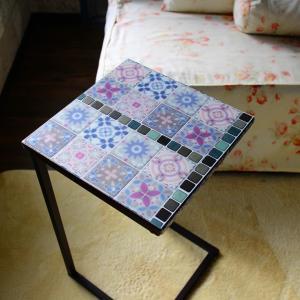 ダイソーの3Dタイルステッカーでこんなに可愛いサイドテーブルができました