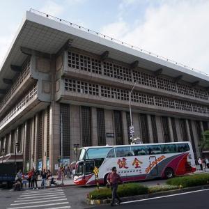台北中央駅でお土産買い