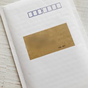 宛名シールはいつでも出せるように切手ポーチと一緒に!