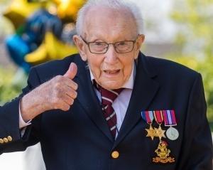 24億円の寄付を集めた99歳のキャプテン・トムは、みんなのおじいちゃん