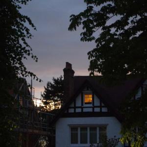 イギリスでは今日が夏至、家の中でも光の楽しみ