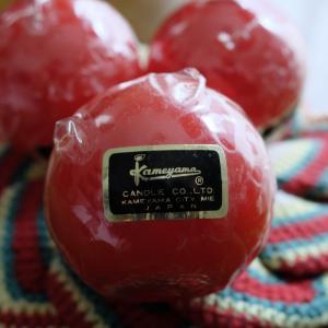 真っ赤なボール型のキャンドル