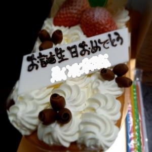 誕生日ケーキにびっくり(*゜Q゜*)