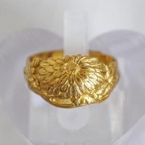 純金製 大輪の菊のモチーフの高彫指輪 大正8年 天野工場 天野時計宝飾品株式会社