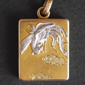 K18製 鳳凰の彫りの無双方針 提げ物 服部時計店製 昭和初期