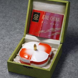戦前ボーンチャイナ 赤と白のツートンカラーのモダンな蓋付き小物入れ 昭和15年〜17年頃