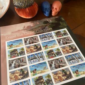 アメリカの郵便局で切手を買う。