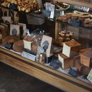 ★山の上のパン屋さん「わざわざ」さんの日用品とは