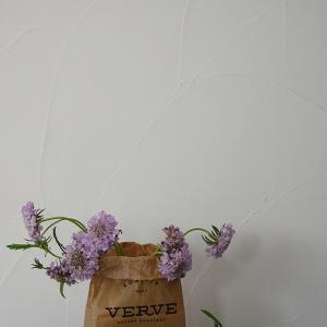 ★【おうちで過ごそう】お気に入りのインテリアに花をプラス♪ 花を飾る器がない時②