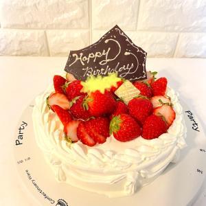 【 6歳男の子 友達とお誕生日会  貰った誕生日プレゼントと 手作り誕生日ケーキ  】