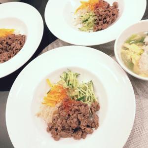 ビビンバ丼と栗原はるみの鶏団子とレタスのスープ
