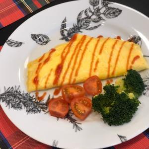朝ご飯  トロリ卵とチーズのオムレツ