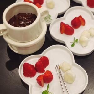 バレンタインは低糖質チョコレートフォンデュ