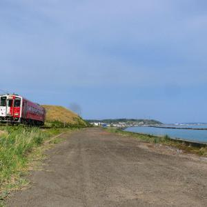 厚岸湾を行く地球探索鉄道花咲線