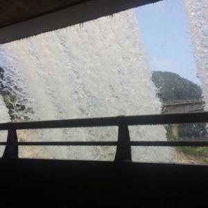 水のカーテン 錦秋湖大滝