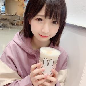 【画像】コスプレイヤーさん、ポケモンセンターで谷間露出!
