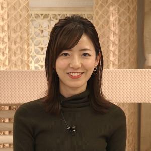【画像】フジテレビ内田嶺衣奈アナがめっちゃ乳をアピールしてしまう