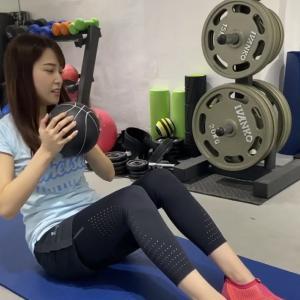 【画像】鷲見玲奈アナ、筋トレ動画を公開「目のやり場に困りすぎ」の声