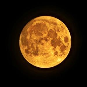 ベランダから見える満月