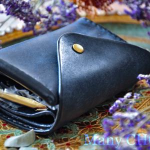 イタリアンレザープエブロ・2つ折りコインキャッチャー財布(ネイビー)・時を刻む革小物