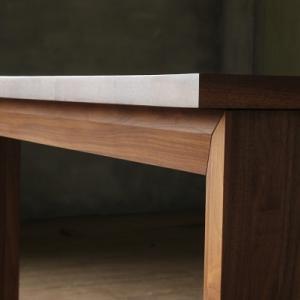 引出し付きのダイニングテーブル SOLID HIROSHIMA