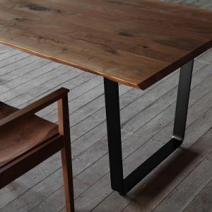 ウォールナット× アイアン脚のダイニングテーブル