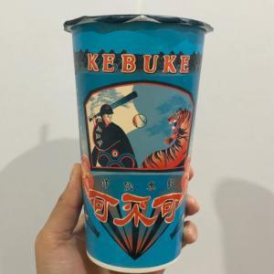 期間限定!WBC仕様の「KEBUKE 可不可熟成紅茶」の野球デザインカップ