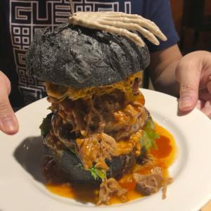 肉汁たっぷりのパテがおいしい!ボリューム満点バーガー「Oldies Burger」@台北駅