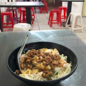 花蓮でふらりと入った麺屋さんで食べるワンタン麺