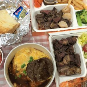 ステーキ1皿オーダーで もう1皿おまけ?!台湾の「ロイヤルホスト」テイクアウト