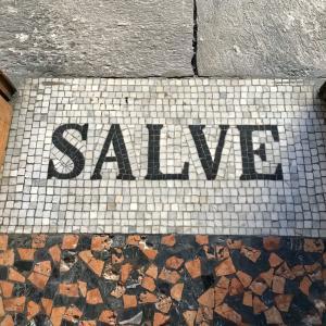 SALVE! ロンバルディア州の粋な挨拶 サルヴェ!こんにちは! トッシ〜ナは元気だよ
